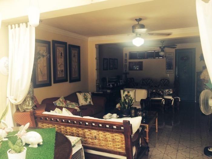 casa de un nivel en amplia calle, apropiada para residencia, oficina o negocio