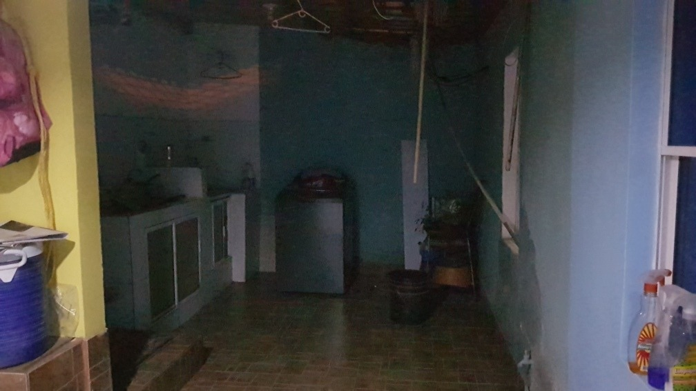 casa de un piso con 3 cuartos, 1 baño, dos salas, un patio.