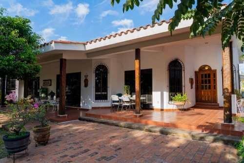 Casa De Una Sola Planta Terraza Y Amplio Jardín Con Vista Al Campo De Golf