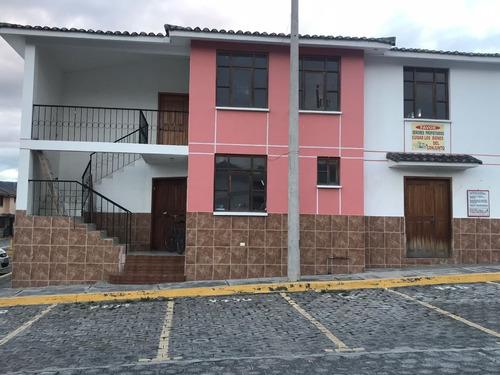 casa de venta en conjunto privado de la mitad del mundo