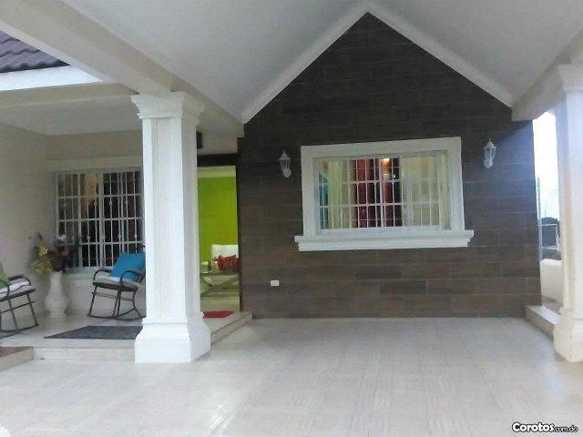 casa de venta en zona residencial en el pueblo de jarabacoa