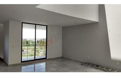 casa de venta, tres niveles grandes espacios, acabados de primera, juriquilla.