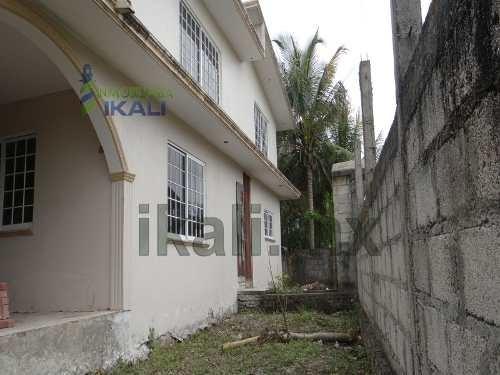 casa de venta tuxpan veracruz 4 recamaras 1157 m², ubicada en la calle canario del ejido banderas, esta muy cerca de la carretera a tamiahua, es de 2 pisos y cuenta con sala, comedor, recibidor, coci