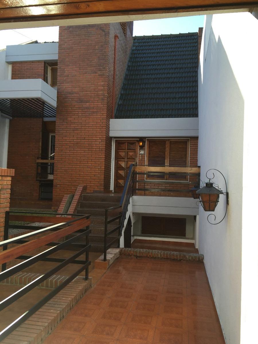casa + departamento ideal profesional / 2 familias ve y alq