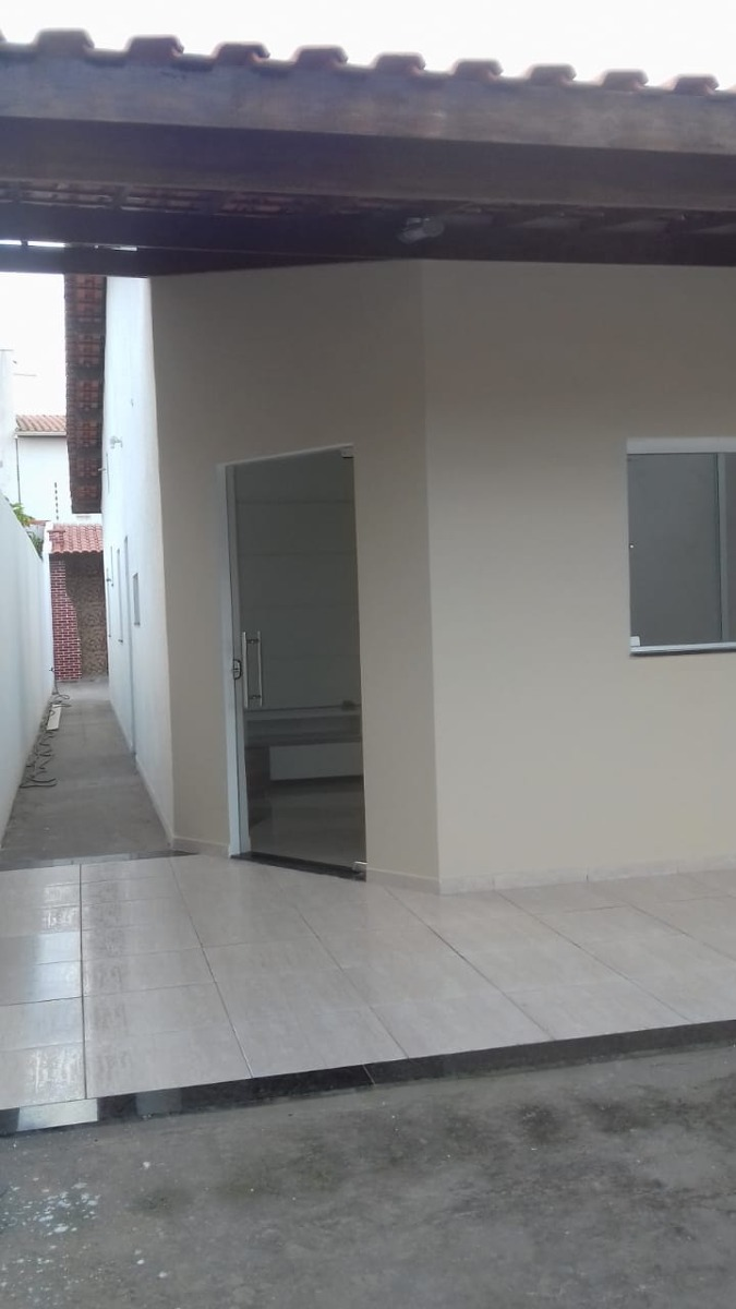 casa diferenciada 2/4,com suite,na santa mônica 2