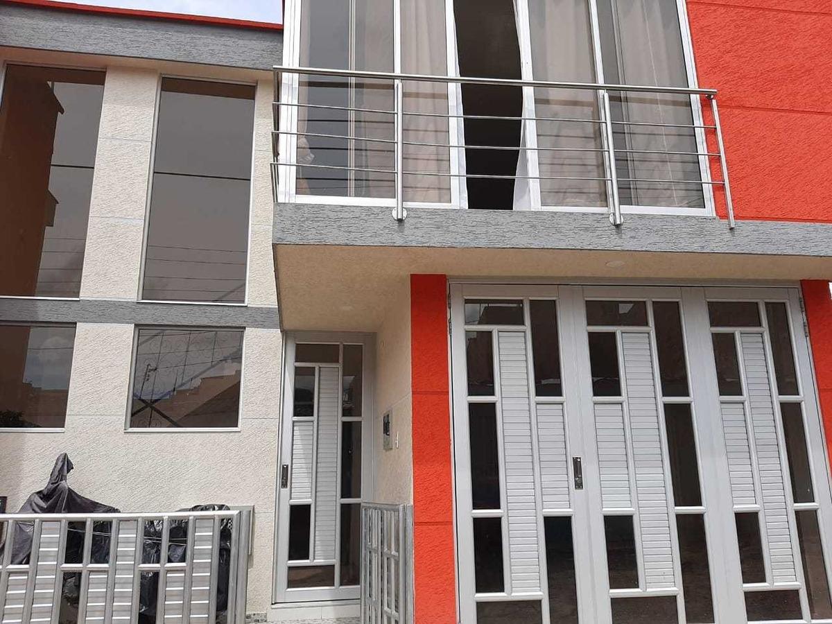 casa dividida en dos grandes apartamentos