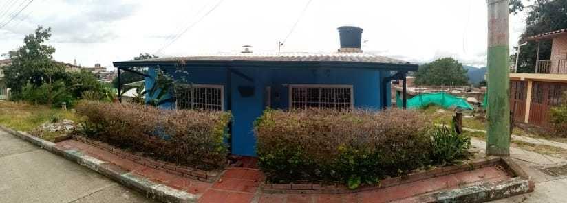 casa dos ambientes en anolaima zona urbana