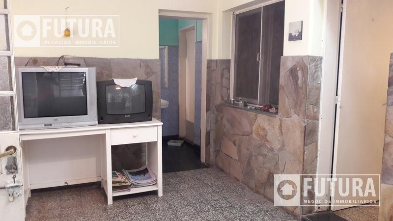 casa dos dormitorios en venta - venezuela 678 bis - rosario