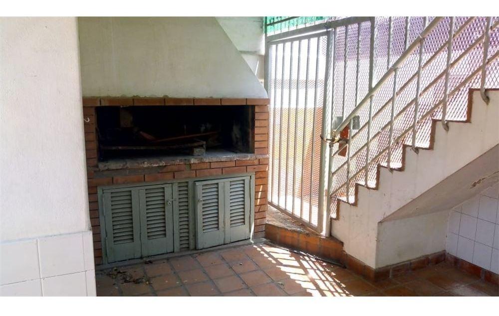 casa dos dormitorios y patio