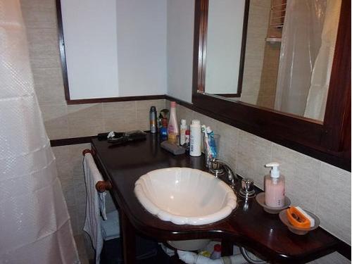 casa dos habitaciones y dos baños