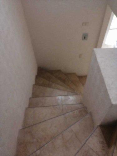 casa dos niveles piso y cocina integral