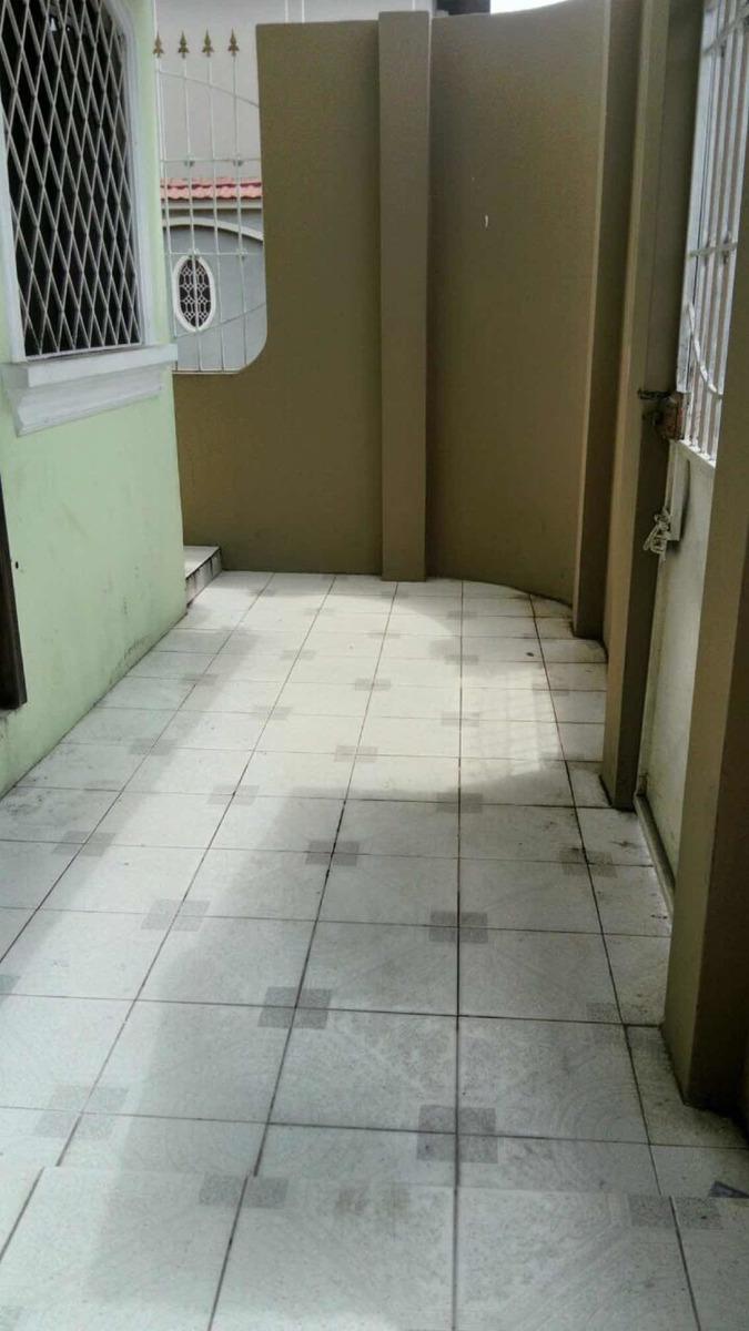 casa dos plantas con tres dormitorios c/u con baños