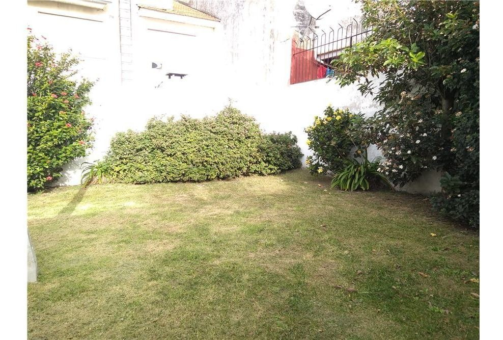 casa dos plantas en mogotes con quincho