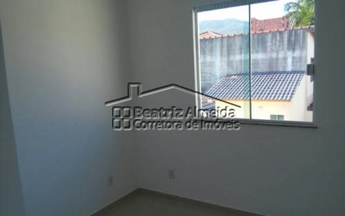 casa duplex com 3 quartos sendo 1 suíte com closet em itaipuaçu