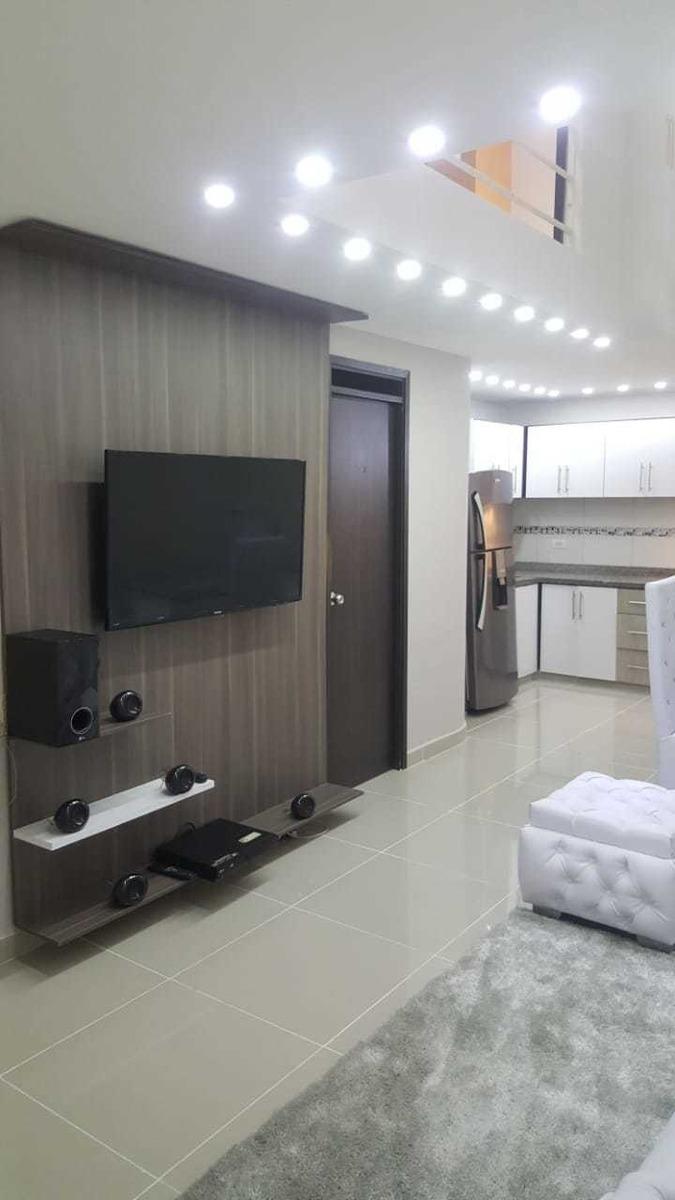 casa duplex, con 3 habitaciones, 2 baños, sala comedor.