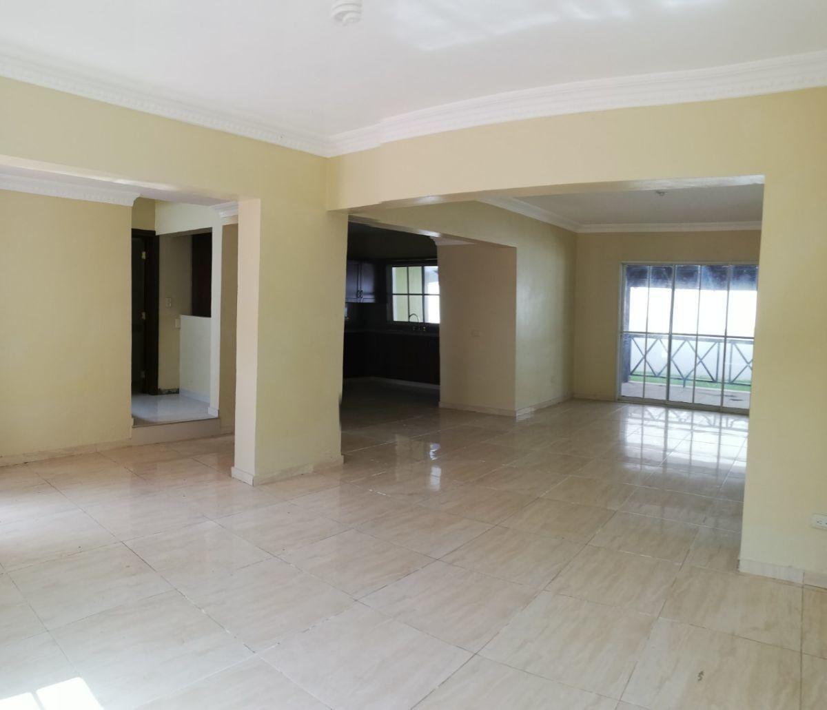 casa duplex con patio y sotano en residencial cerrado arroyo hondo
