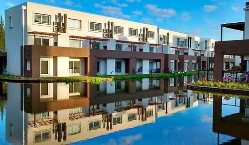 casa duplex de 3 dormitorios con vista al lago - nordelta