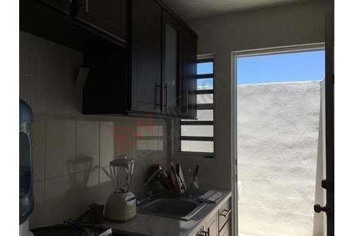 casa duplex en renta, muy bien ubicada. buen estado de conservación