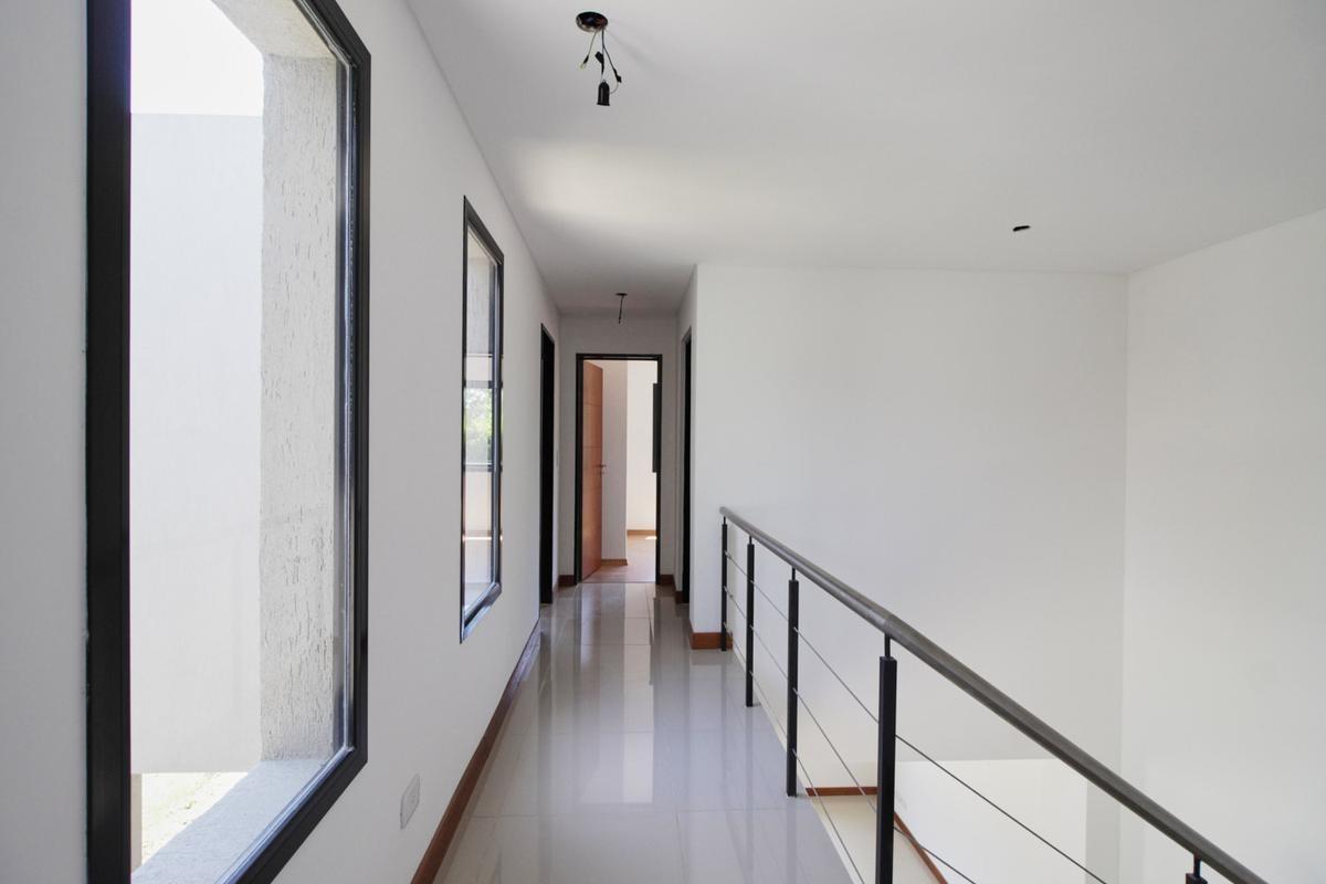 casa duplex en venta 4 ambientes en barrio cerrado moreno zona oeste