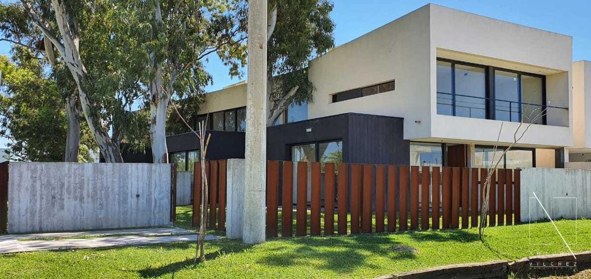 casa duplex venta city bell el quimilar categoria fondo