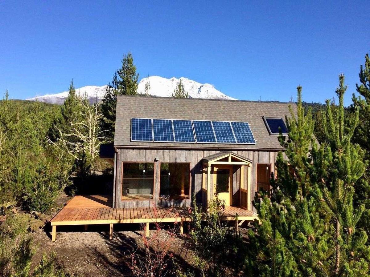 casa ecológica y totalmente autónoma cerca de ensenada  puerto varas / 100% mañio y alerce / vista impresionante volcán osorno y calbuco