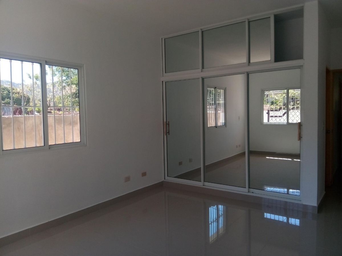 casa economica y centrica de venta en jarabacoa.