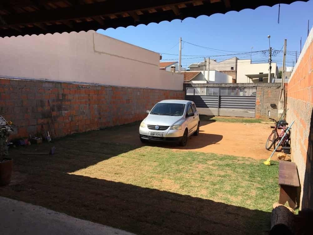 casa edícula, com área pronta para construção.