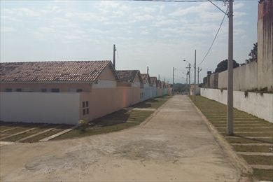 casa em condomínio com piscina a venda em itanhaém.