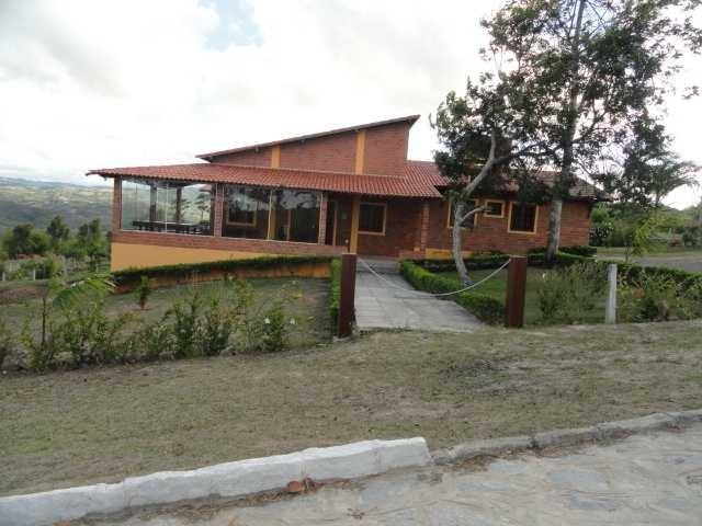 casa em condomínio em gravatá pe  ref.d010