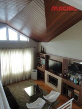 casa em condominio fechado com suite master - sjc