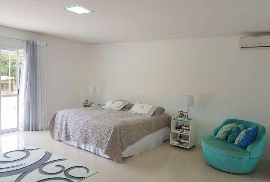casa em  condomínio fechado em jurerê   4 suítes, piscina, lareira., 479m². - ca2253