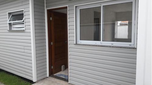 casa em condomínio lado praia com 2 quartos.