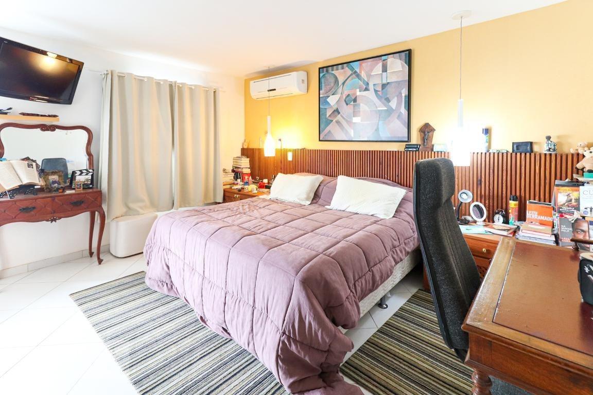 casa em condomínio mobiliada com 5 dormitórios e 4 garagens - id: 892921862 - 221862