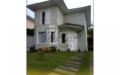 casa em condomínio  no bairro granja viana- carapicuíba - sp, com 220 m² de área construída sendo 3 dormitórios com 3 suítes, sala, cozinha, 4 banheiros e 6 vagas de garagens.