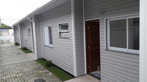 casa em condomínio no cibratel, 900 metros do mar, confira!