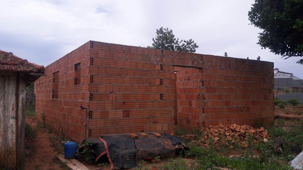 casa em construção com 5 cômodo e banheiro