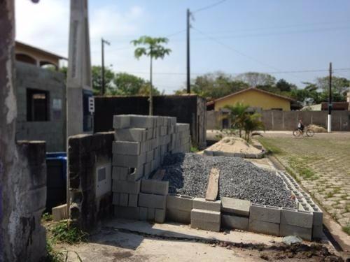 casa em fase de acabamento,no parque augustus,em itanhaém/sp