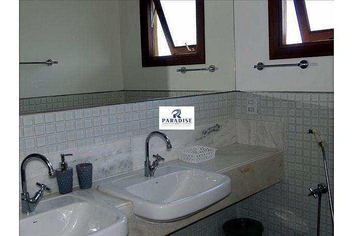 casa em imbassaí, cond. fechado -r$ 950.000,00- 375 m² - v68370