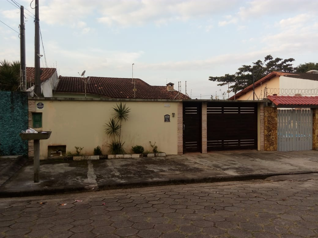 casa em itanhaém , 100m da praia, á 5 minutos do centro.