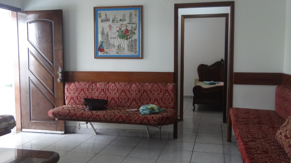 casa em mongaguá bem localizada com jardim e frutas 5775 c