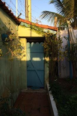 casa em mongaguá com 02 dormitórios e lote inteiro - n4646