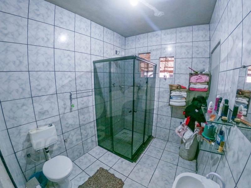 casa em ótima localização no bairro fortaleza sem risco de enchente e desmoronamento, possui 1 dormitório sendo suíte, 1 cozinha, sala, lavação e ampla área de festa com piscina, 2 vagas de garagem e