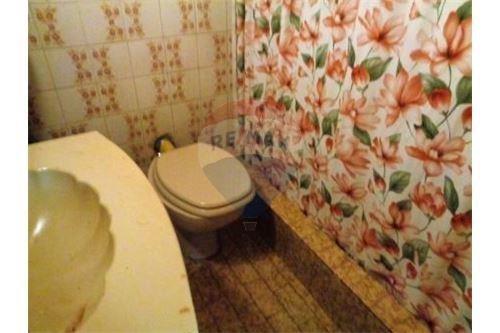 casa en 2 plantas con fdo parquizado y depto 2 amb