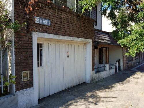 casa en 2 plantas pb: estar, cocina comedor, living, baño, patio, cochera con porton corredizo pa: 2 dormitorios,  f: 7615