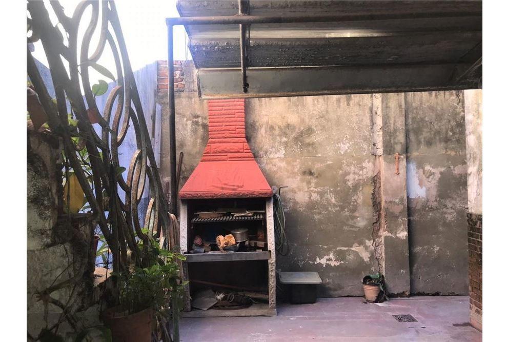 casa en 3 ambs con dto 2 ambs en p.a. con patio