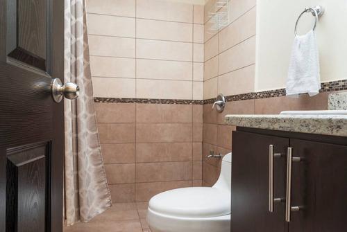 casa en alquiler 2 cuartos, 3 baños en residencial privado c