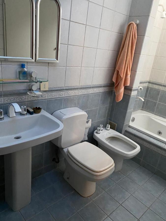 casa en alquiler 3 dormitorios, vicente lópez - jardín, piscina, parrilla, colegios, transporte