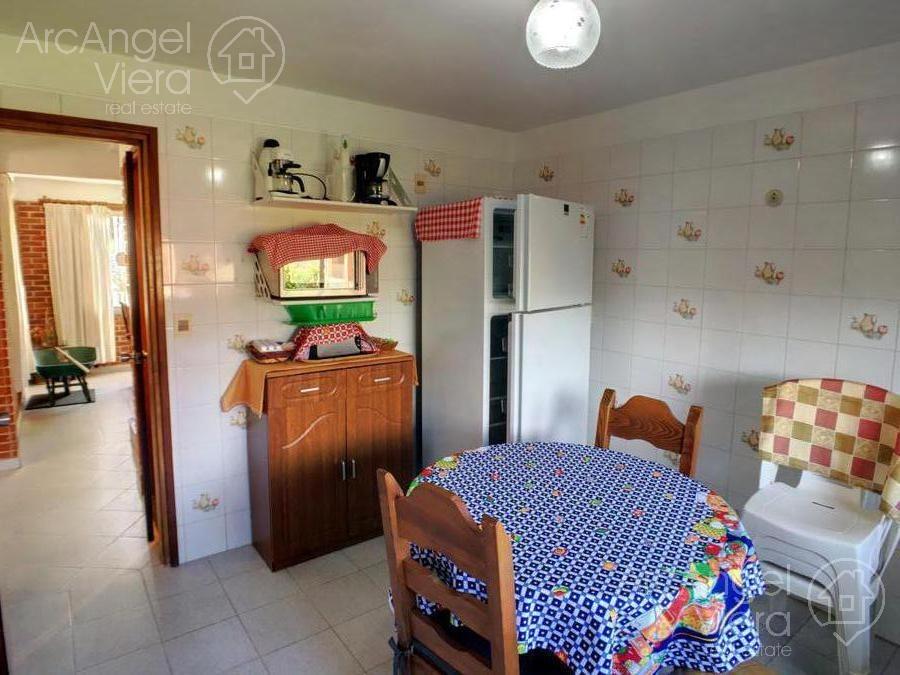 casa en alquiler anual a una cuadra de la playa mansa- pinares -punta del este