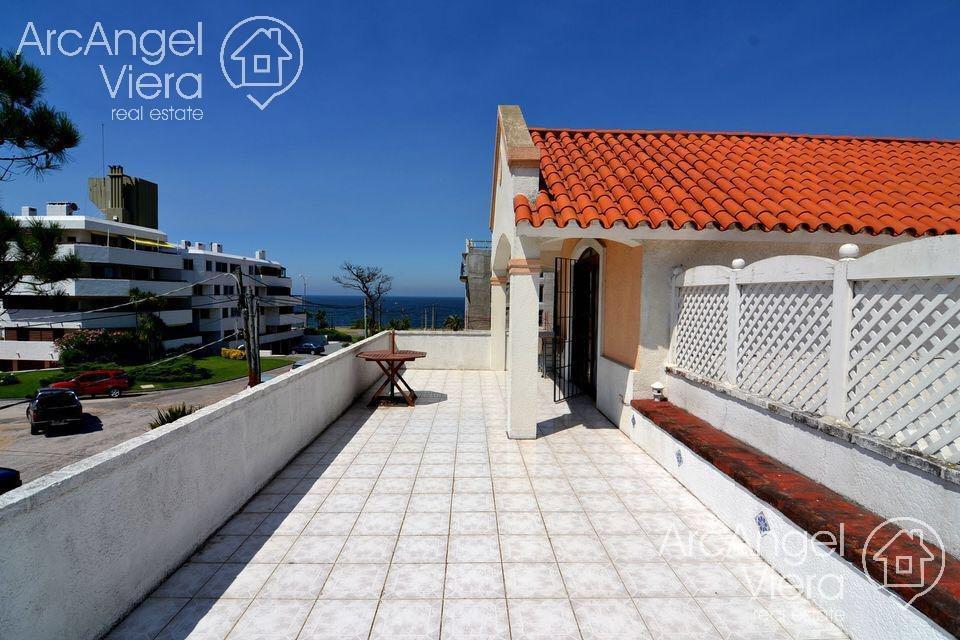 casa en alquiler anual - venta en punta del este  playa mansa