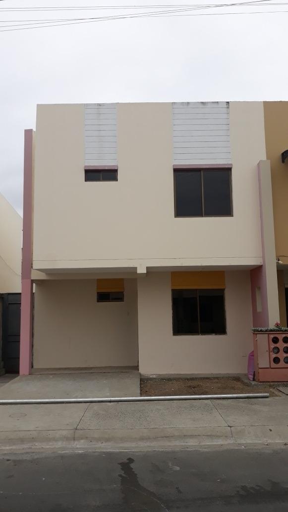casa en alquiler con 4 dormitorios, 3 baños, patio, etc.